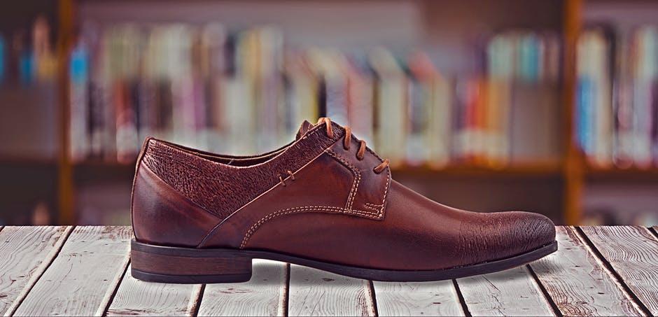 garniturowe buty typu monki